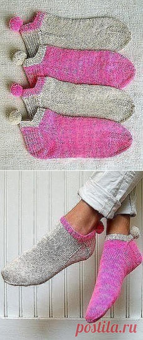 Веселенькие носочки с помпонами.