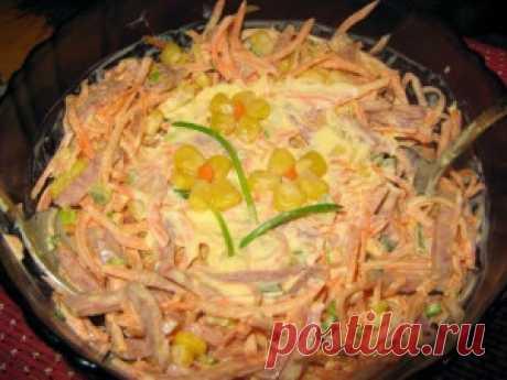 Лучшие кулинарные рецепты - Салат из свежей моркови с копченой колбасой и кукурузой «Аврора»