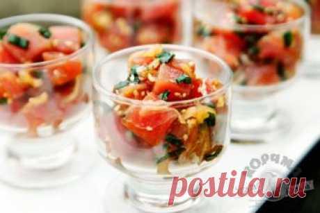 Прекрасный вариант для праздничного меню - Гавайский салат с тунцом.