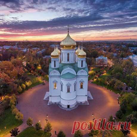 Петербург...                                                                                                                                        Посетив этот город однажды, понимаешь что хочешь быть там всегда.. --------------------------------------