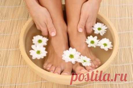 Вросший ноготь: лечение народными средствами Лечение вросшего ногтя народными средствамиособенно эффективно на начальных стадиях. Для это используют ванночки, компрессы, мази, и подкладывают тампоны.