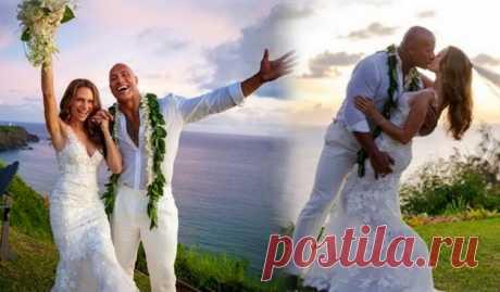 Дуэйн «Скала» Джонсон женился на давней подруге Лорен Хэшиан на Гавайях  Дуэйн «Скала» Джонсон снова женат. После 12 лет совместной жизни 18 августа он связал себя узами брака на Гавайях с Лорен Хэшиан.  Джонсон и Хашиан были вместе с 2006 года и имеют двух дочерей Жасмин и Тиану. Считается, что они встретились, во время съемок фильма «План игры».