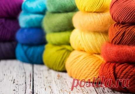 Свитер женский. Схема вязания спицами регланом сверху, снизу, пряжей секционного крашения, пуловер осенний для начинающих. Сколько шерсти надо, размер