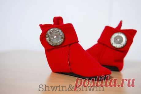 Los zapatos a la moda por las manos \/ Para los niños \/