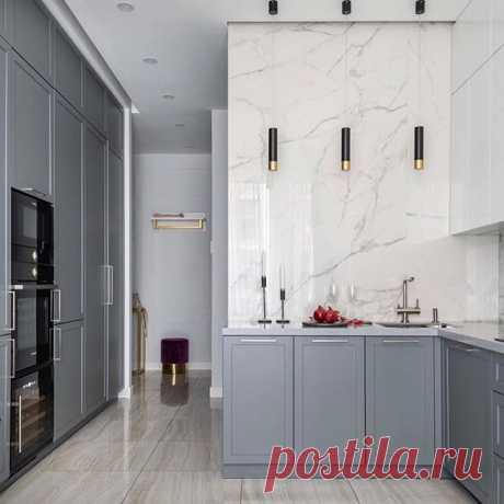 ⚜️Реализованная кухня-гостиная в нашем любимом стиле современной классики 👌🏻 ⠀ Автор - Вера Шеверденок __________________________ Источник - @design.vera_sheverdenok #кухня #кухнягостиная #гостевая #гостинаядизайн #дизайнкухни #сераякухня #современнаякухня #современнаяклассика
