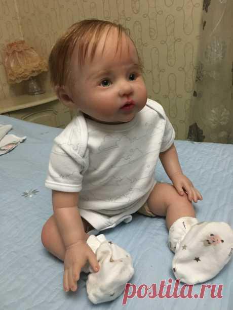 Продаю куклу Reborn.51 см рост, вес 2300 г ,тело мягконабивное ,расписана красками генезис с послойным запеканием, волосики  прошиты, , не дорого . пишите на л/с отвечу на все вопросы,