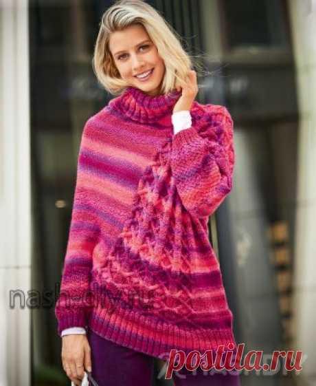 Яркий вязаный свитер-пончо спицами с рельефным узором