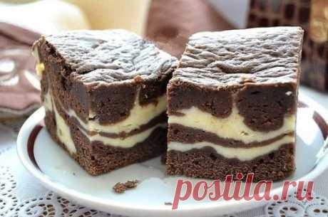 Шоколадно-творожный пирог. Шоколадно-творожный пирог покорил меня изысканным сочетанием. Нежный, рассыпчатый, шоколадный слой и кремовый творожный создают вкусный гармоничный дуэт!  Для шоколадного слоя:  шоколад - 100 г;  сливочное масло - 100 г;  сахар - 100 г;  мука- 100 г;  какао - 2 ст. л.;  яйцо - 2 шт.;  разрыхлитель - 0,5 ч. л.;  ванилин - 1 пакет;  соль - щепотка.  Для творожного слоя:  творог - 200 г;  сахар - 2 ст. л.;  яйцо - 1 шт.;  ванилин - 1 пакет.  Шоколад поломать на кусочки,