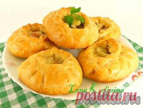 """The recipe \""""Vak balish\"""" - the recipe with a photo Vak balish - small pies from the fresh test with a beef and potatoes stuffing - a traditional dish of Tatar cuisine. Beef in my family not strongly favor therefore I prepared with pork. Extraordinary tasty, fragrant pies made according to this recipe surely will be pleasant to you...."""