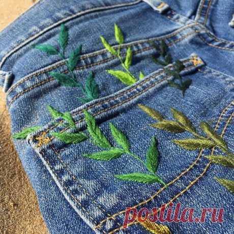 Вышивка на джинсовых вещах. Идеи для вдохновения #идеи_для_вдохновения@madamrukodelkina