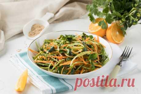 Овощной салат с ростками подсолнечника Самый простой способ использовать микрозелень – добавить её в салат. Предлагаем приготовить полезный овощной салат с молодыми побегами подсолнечника.  Вкусное блюдо помогает в укреплении иммунитета, дарит организму массу витаминов.  Приблизительная стоимость готового блюда - 17 000 сум.*  *сто