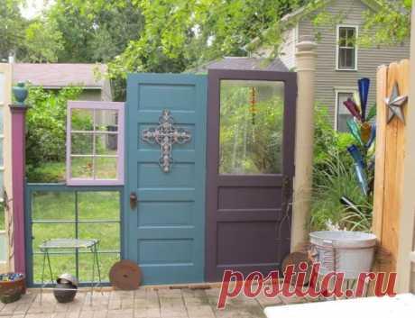 Забор из окон и дверей