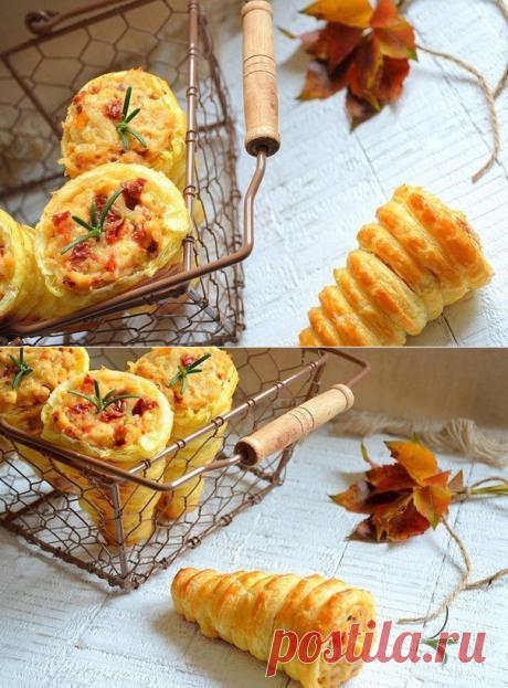 Интересный вариант закуски — нежные трубочки из слоеного теста — Вкусные рецепты