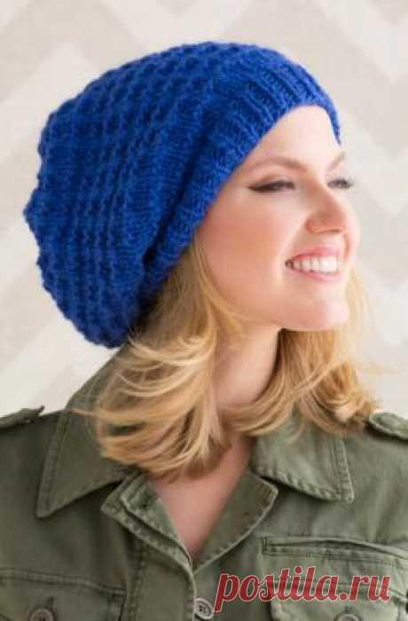 Объемная шапка с теневым узором Супер простая и быстрая в вязании шапка, связанная на спицах 6.5 мм из толстой полушерсти. Вязание шапки выполняется рядами теневым...