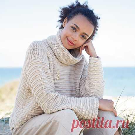 Укороченный свитер  Повседневный свитер с минималистичным дизайном: прямоугольный силуэт, спинка длиннее переда, небольшие разрезы по бокам.  Размеры 36/38 (40/42) 44/46 (48/50) Ширина изделия по обхвату груди: 112 (120) 128 (140) см Длина изделия по спинке: 48 (50) 52 (54) см Длина рукава по внутреннему шву: 40 (38) 36 (34) см  ВАМ ПОТРЕБУЕТСЯ Пряжа Lana Grossa, Bingo Мélange (100% чистой шерсти; 50 г/80 м) — 16 (18) 20 (23) мотка бежевой меланжевой (цвет 249); прямые спи...