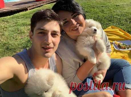 """Шоу """"Дом-2"""" покинула самая яркая пара: почему Саша Черно и ее муж решили жить вне проекта"""