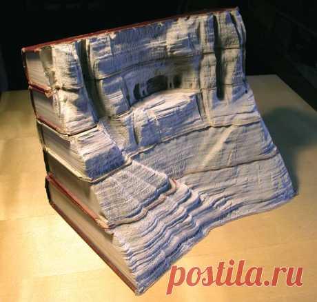 Фигуры из книг (18 фото) Гай Ларами создает из книг удивительные фигуры, вырезая страницу за страницей, он превращает источник знаний в настоящую скульптуру.