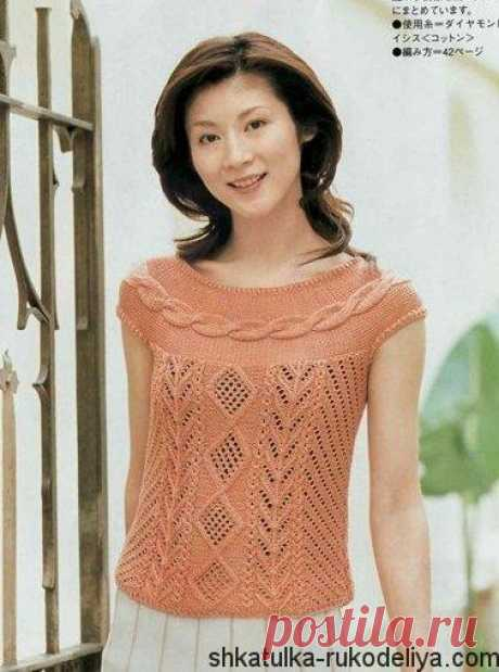 Персиковая кофточка спицами Персиковая кофточка спицами с круглой кокеткой из кос. Вязание спицами японские модели.