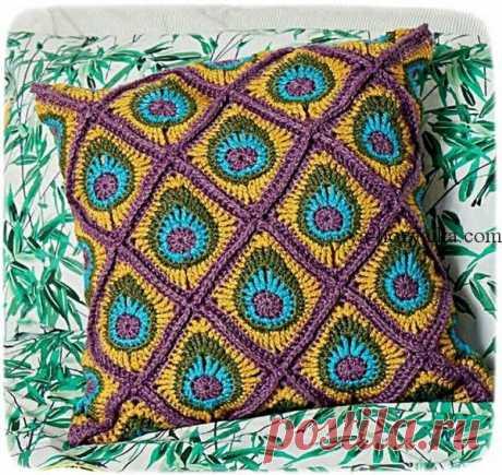 Вязаная подушка «Павлиний хвост» Декоративная вязаная подушка выполнена узором который напоминает павлиний хвост. Схема вязания подушки крючком