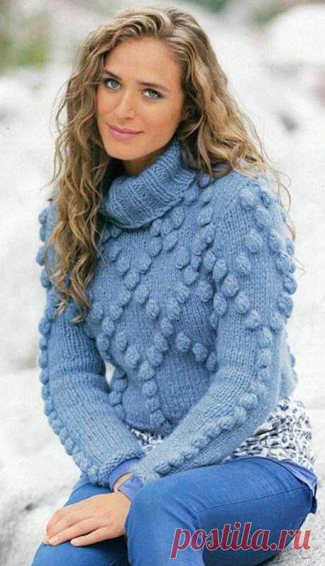 Красивый свитер спицами с узором из шишечек .