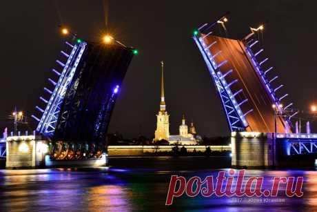 Остановилось чьё-то счастье У разведённого моста....Волшебство мостов Петербурга..
