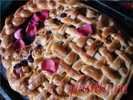 Пирог с яблоками и корицей Корзина с розами из теста на кефире - Сладкие пироги и кексы