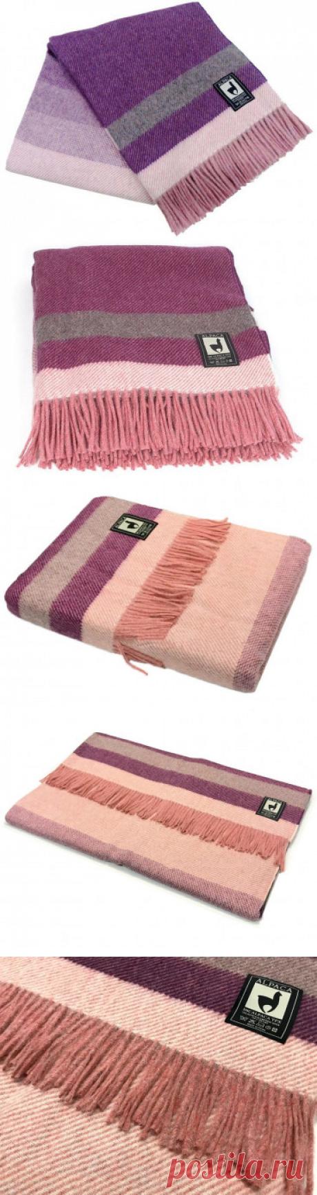 Плед из натуральной шерсти альпака и мериноса производства Перу, приятный на ощупь и очень теплый. Незаменимый подарок в прохладную погоду.