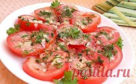 Маринованные помидоры за 30 минут.  Маринованные помидоры за 30 минут - отличная и очень вкусная экспресс-закуска для ужина или для праздничного стола. Готовится быстро и просто. Попробуйте, Вам обязательно понравится!   Для приготовления понадобится:  помидоры свежие - 2-3 шт.;  горчица готовая - 0,5 ч. л.;  соль (желательно морская крупная) - 0,5 ч. л.;  сахар - 0,5 ч. л.;  уксус яблочный - 1 ч. л.;  масло оливковое (или растительное) - 2 ст. л.;  чеснок - 2-3 зубчика;  ...