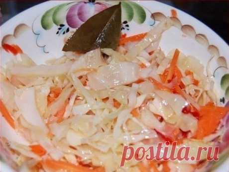 Бомбовая капустка  Делала вчера на ночь. Утром тарелку умяли в пять сек). В 200 граммах 149 калорий, а вкусно!)  Ингредиенты:  2 кг - капусты 0,4 кг - моркови 4 дольки - чеснока можно добавить яблоко, свёклу Маринад: 150 мл - раст.масло 150 мл - 9 % уксуса 100 г - сахара 2 ст.л. - соли 3 шт. - лавр.листа 5-6 горошин - черного перца 0,5 л - воды  Приготовление:  1. Всё нашинковать, морковь натереть, чеснок порезать пластинками. Уложить плотно в банку. 2. В кастрюлю залить в...