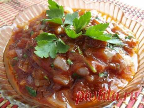 Луковый соус - отлично подойдёт к шашлыку и не только!  Предлагаю вам сегодня присмотреться к приготовлению лукового соуса, который готовит мой папа к шашлыкам.  Соус будет прекрасным дополнением и к любым мясным блюдам, а также к рыбным. Кисло-сладкий вк…
