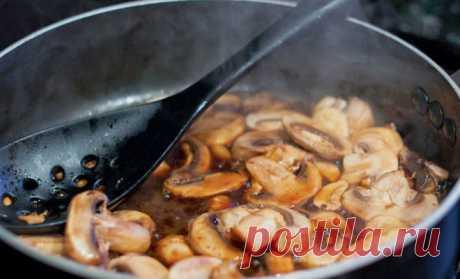 Грибы стали вкуснее по совету повара: сразу не солим, а потом добавляем на сковороду жир - медиаплатформа МирТесен