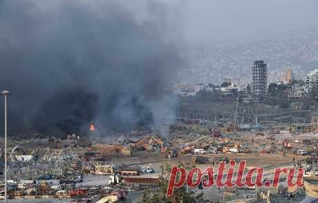 Бейрут приходит в себя после мощного взрыва. Дорожные службы приступили к разбору завалов