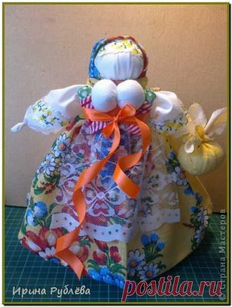 Обережное рукоделие. Берегиня. Кукла на бутылке. | Страна Мастеров