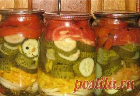 Салат-заготовка из огурцов, помидоров и лука / Простые рецепты