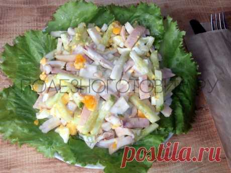 Белковый салат из кальмаров с огурцом и яйцом: вкусный, сытный и диетический😋 Сытный и вкусный салат из кальмаров с огурцом и яйцом - идеальное блюдо на ужин для худеющих. В нем много белков, мало калорий и масса витаминов👍
