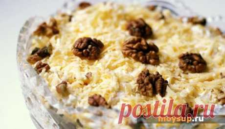 Куриный салат с грибами, огурцами и сыром «Аппетитный»