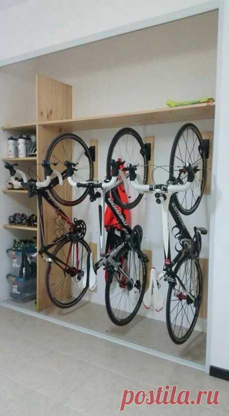 Вертикальная парковка велосипедов