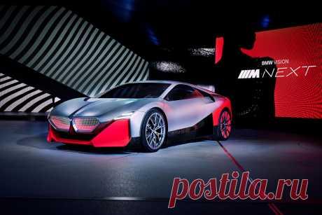 BMW Vision M Next – спортивный взгляд в будущее В то время как все говорят об автомобилях с автопилотом, спортивный силуэт и чёткий дизайн BMW Vision M Next не оставляют сомнений в том, что основное внимание здесь уделяется водителю, полноценному удовольствию от вождения и спортивности …