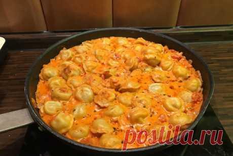 Тушеные пельмени с луком, томатами, сметаной и вустерширским соусом рецепт – авторская кухня: основные блюда. «Еда»