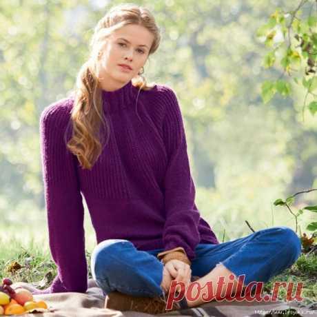 Стильный пурпурный свитер с интересным сочетанием узоров спицами!