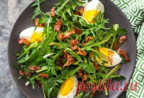 Три простых и вкусных рецепта салатов из одуванчика | Поделки, рукоделки, рецепты | Яндекс Дзен