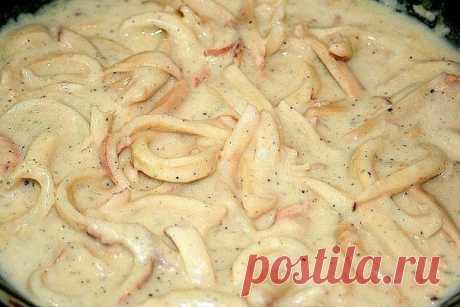 Нежный кальмар в сметанном соусе.