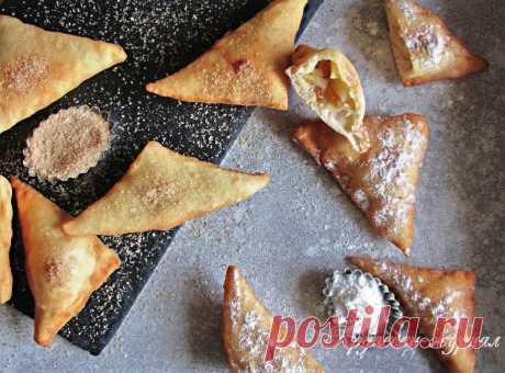 Какие же они уютные - домашние пирожки с яблоками! :)) Пошаговый рецепт с фото: жареные пирожки с яблоками и изюмом. Тесто бездрожжевое.