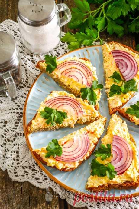 Бутерброды с крабовыми палочками и яйцом — рецепт с фото пошагово. Яркие и сочные бутерброды с крабовыми палочками и яйцом понравятся всем. Закуску можно подать и на праздничный стол!