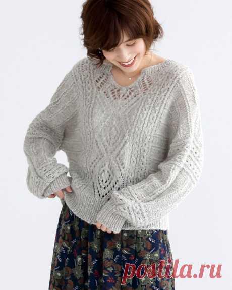 Вязаный женский пуловер оверсайз с ажурным узором и рукавами летучая мышь.