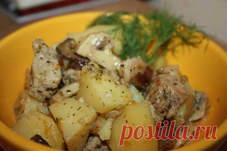 Ужин в мультиварке. Тушеная картошка с мясом и грибами. Я большой любитель картошки, но такую, какой она получается в мультиварке, я ем с огромным удовольствием. Картошка получается рассыпчатой, но вместе с тем и плотной по структуре. Нам поднадобятсяМясо …