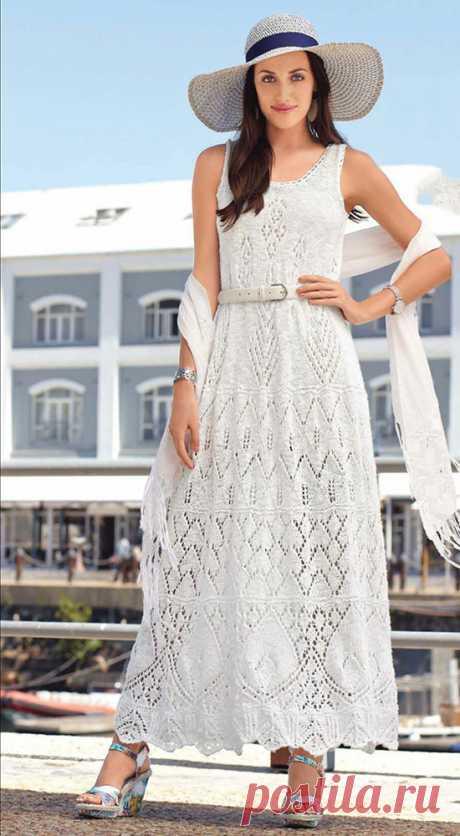 Нарядное макси платье Лумицино белого цвета спицами – схемы вязания с описанием
