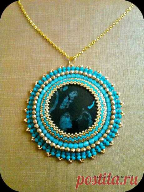 (52) OOAK bead embroidery pendant with Nipomo fossil as focal bead | КАБОШОН