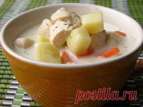 Новости Сырный суп с курицей  Суп получается очень сытный, но при этом не оставляет чувство тяжести. Мои мужчины этот суп просто обожают. Ингредиенты: -400 гр куриного филе -2 картофелины -1 крупная морковь -180 гр плавленого сыра -2 литра бульона или воды -зелень -лавровый лист, душистый перец горошком -соль, перец