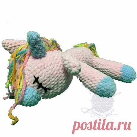 Вязаный единорог спящий, плюшевый, розовый, 28 см. Вязаный единорог спящий, плюшевый, розовый, 28 см - Нежный розовый, Единорог выполнен из плюшевой пряжи розового цвета также применен голубой цвет на копытах, носике и роге. Грива и хвост выполнена из Меланжевой пряжи. Наполнитель холлофайбер. Данная детская игрушка не оставит равнодушным ни ребёнка, не взрослого.